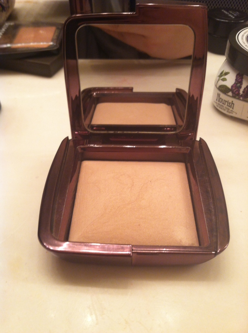 ambient lighting powder in dim light