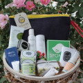 the choosy chick holiday gifts green beauty gift guide