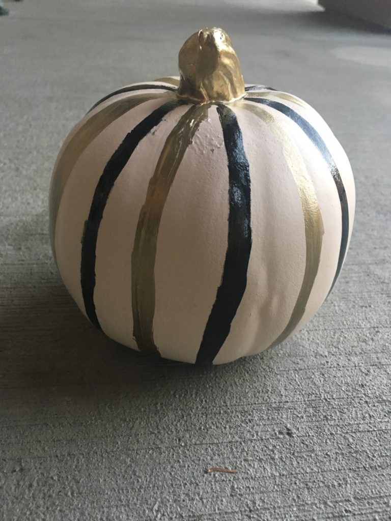 halloween-decor-easy-diy-stripe-pumpkin-1