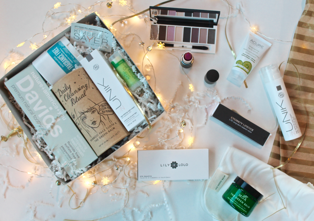 Claim your Green & Glamorous Beauty Box at The Choosy Chick and 20% of the proceeds go to Living Beyond Breast Cancer this holiday season!